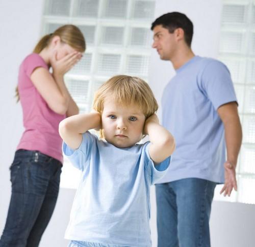 El Supremo establece como agravante en violencia de género que un niño perciba la agresión aunque no la vea