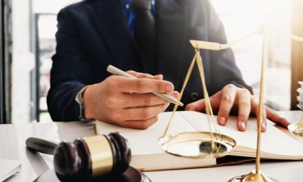 Condenada una abogada por un «delito de apropiación indebida» tras donar un piso a su pareja propiedad de una clienta