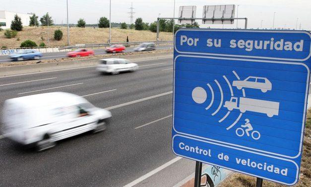 Un Juzgado de Pontevedra rebaja la multa a un conductor al valorar el margen de error de los radares