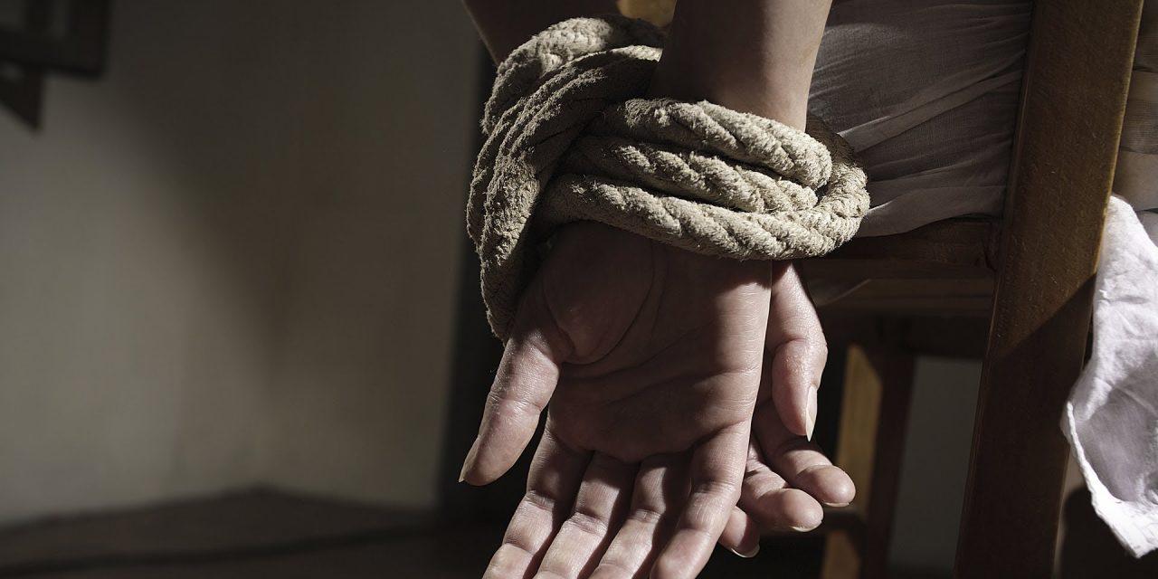 Condenado a tres años y medio de cárcel a un hombre que encargó secuestrar a la familia de su abogado
