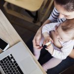 Las trabajadoras autónomas pueden beneficiarse de las bonificaciones por maternidad, aunque no hayan cesado en el RETA .