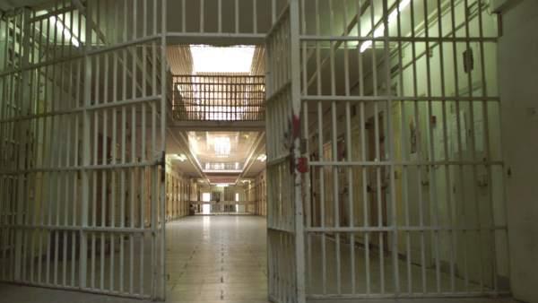 Corresponde a la Administración penitenciaria y no a la sanitaria pagar la sanidad pública a presos