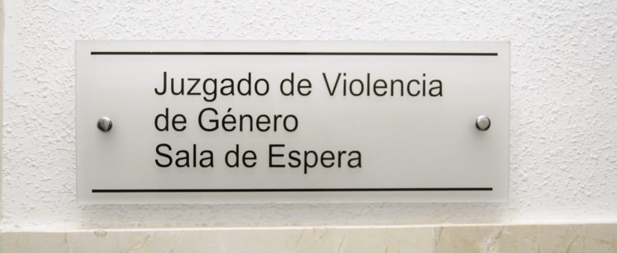 ¿Cuántos Juzgados de lo Penal deben especializarse en violencia sobre la mujer?
