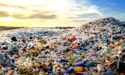 Más de cien signatarios se comprometen a usar en 2025 diez millones de toneladas de plástico reciclado
