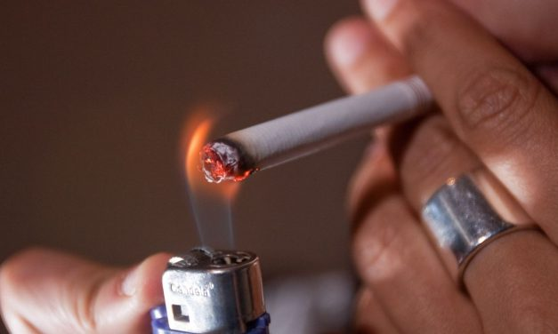 ¿Puede un bar ser sancionado por dejar accesible el mecanismo que activa la máquina de tabaco??