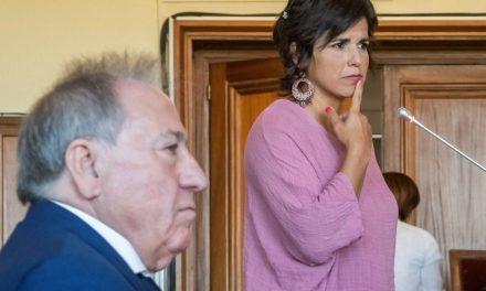 Condenado al pago de una multa de 13.800 euros el empresario que simuló besar a la parlamentaria Teresa Rodríguez