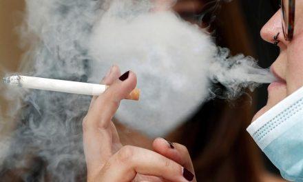 ¿Por qué un juez ha dictado Auto anulando la prohibición de fumar en espacios públicos de Madrid?